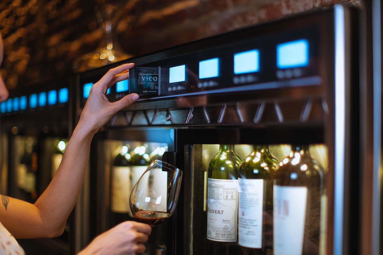 Dispensador de vino tendencia en vinotecas